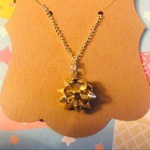 Jewelry - Holiday bow necklace